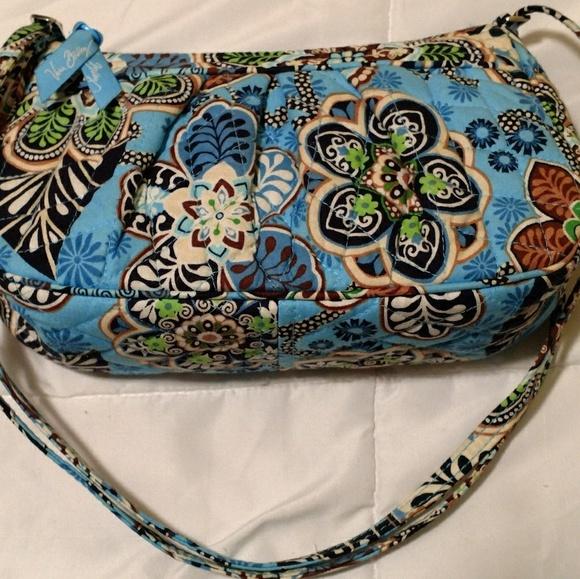 42d391e66c Vera Bradley BALI BLUE Libby purse retired pattern.  M 5a81ad01f9e5016eb81ec53e